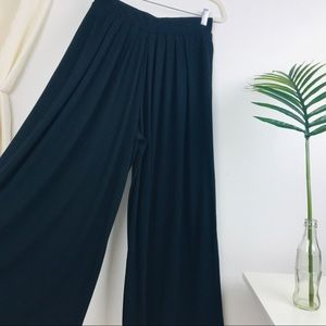 Uniqlo Black Wide Leg Pleated Pants with Pockets